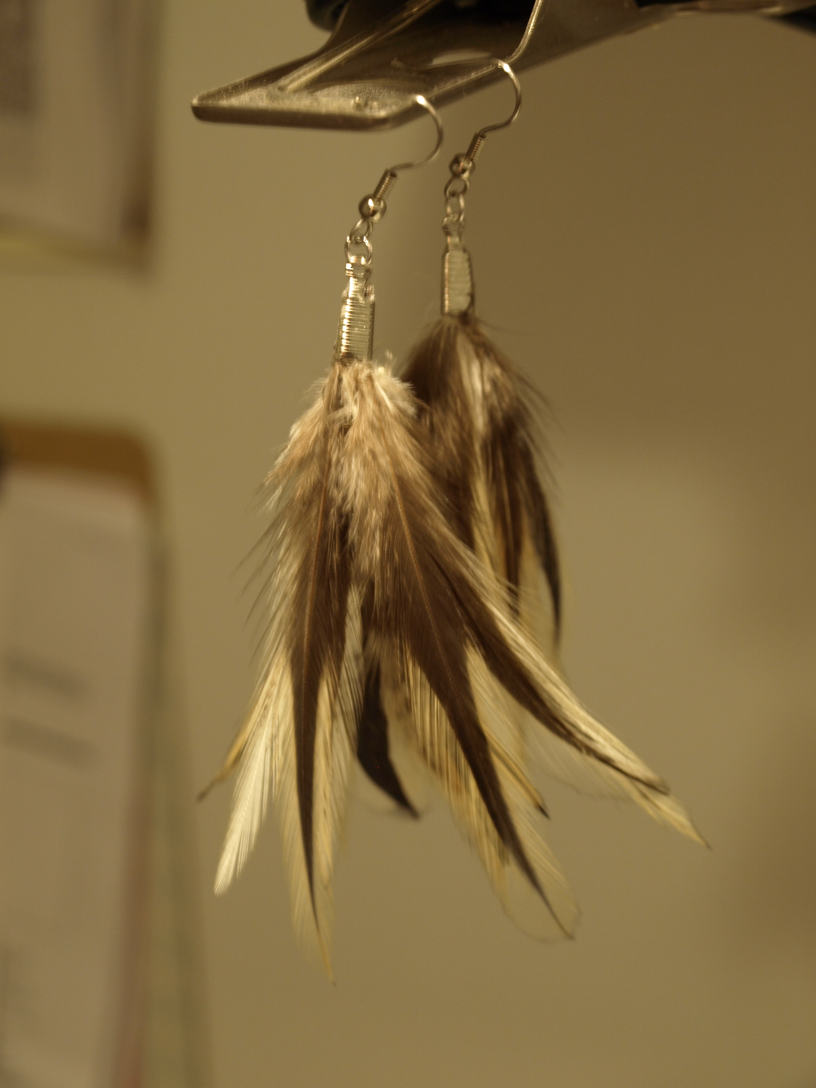 and easy diy feather earrings see cate create
