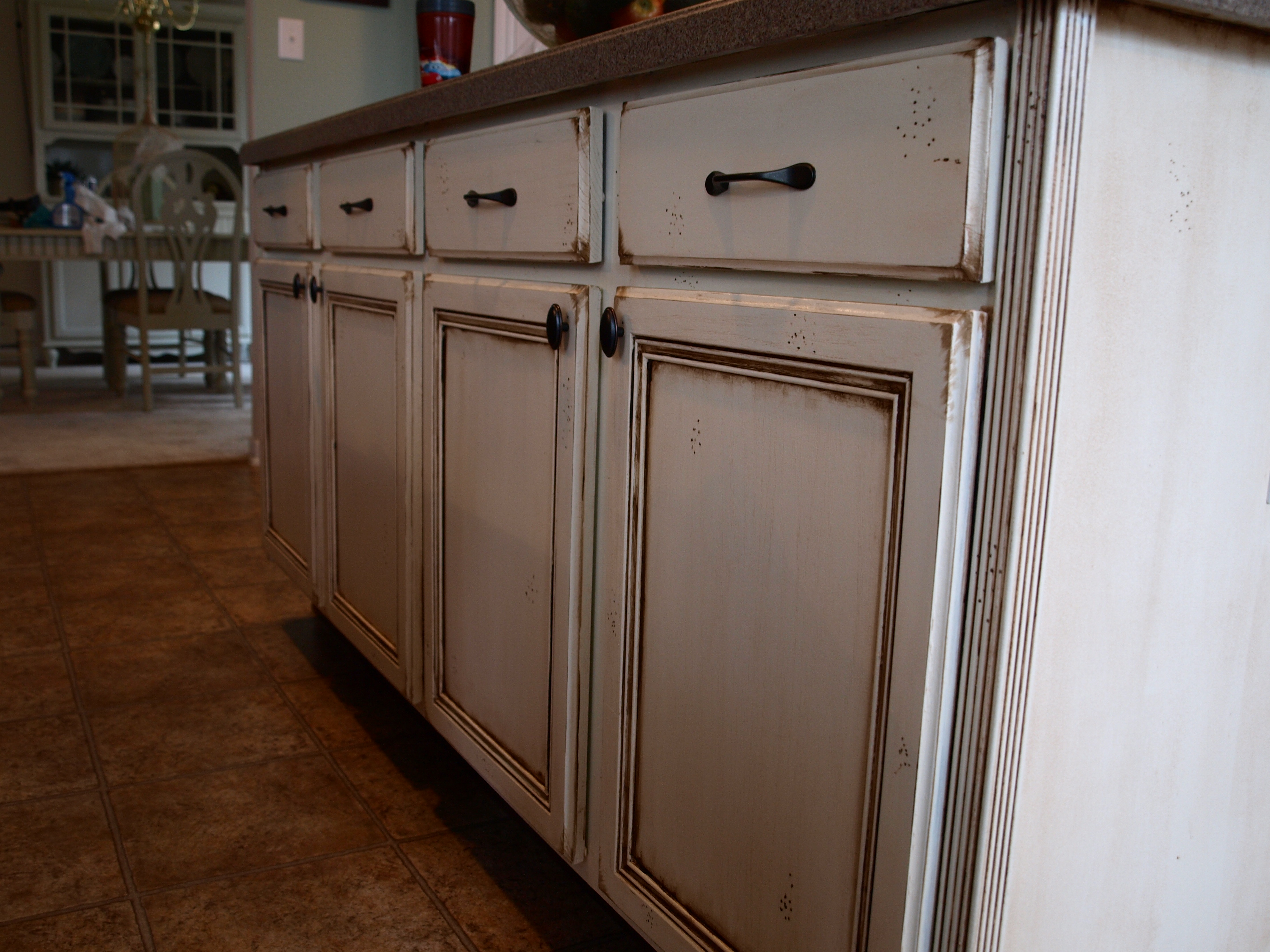 How to paint and antique kitchen cabinets my way for How to paint white cabinets